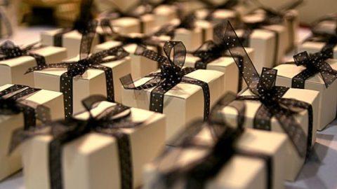 Gợi ý quà tặng cuối năm cho khách hàng
