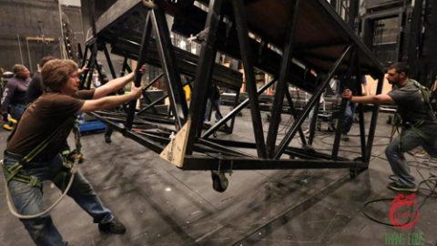 Stagehand – Những con người thầm lặng đằng sau sự kiện