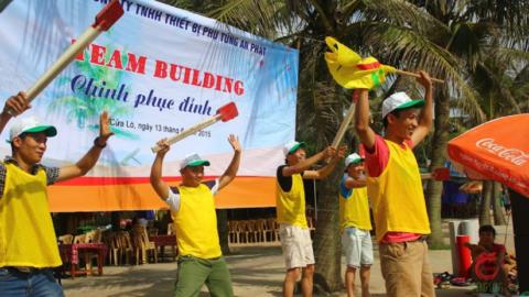 Team building tạo hứng khởi cho doanh nghiệp