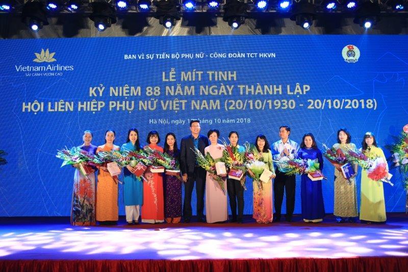 vietnam-airline-ky-niem-88-nam-thanh-lap-hoi-lien-hiep-phu-nu-viet-nam (12)