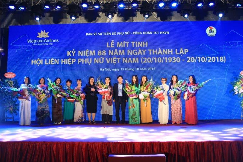 vietnam-airline-ky-niem-88-nam-thanh-lap-hoi-lien-hiep-phu-nu-viet-nam (13)
