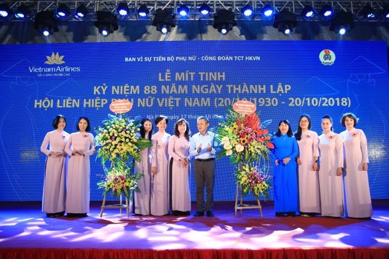 vietnam-airline-ky-niem-88-nam-thanh-lap-hoi-lien-hiep-phu-nu-viet-nam (14)