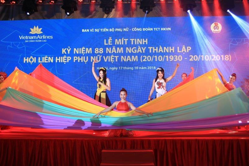 vietnam-airline-ky-niem-88-nam-thanh-lap-hoi-lien-hiep-phu-nu-viet-nam (18)