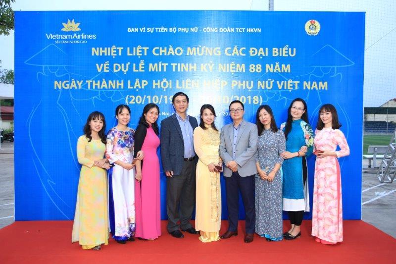 vietnam-airline-ky-niem-88-nam-thanh-lap-hoi-lien-hiep-phu-nu-viet-nam (20)