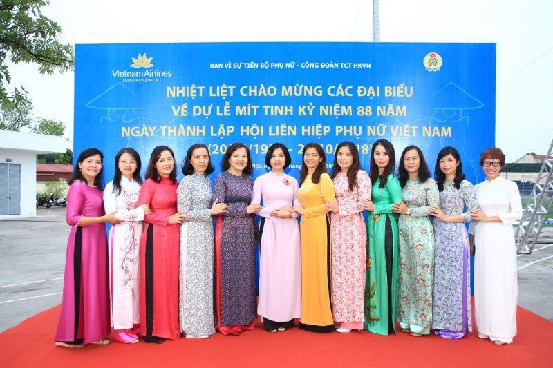vietnam-airline-ky-niem-88-nam-thanh-lap-hoi-lien-hiep-phu-nu-viet-nam (21)